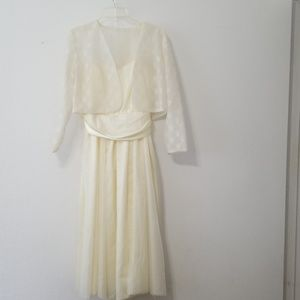 Cream color dress, used size 6